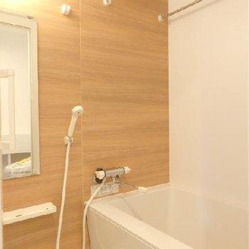 お風呂は浴室乾燥機付き
