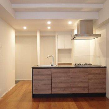 木目が素敵な対面式キッチン!