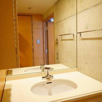 おおきな鏡の洗面台!