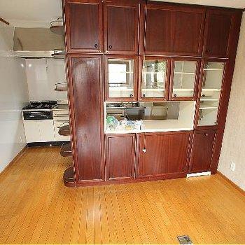 キッチン後ろのこの棚がいいですよね♪