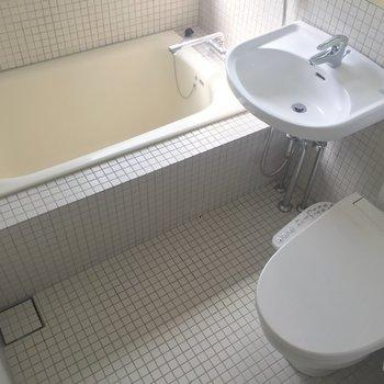 浴槽は比較的ゆったりしていますね。
