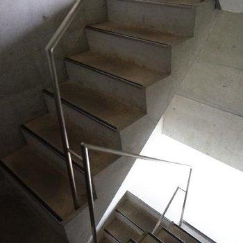 共用部の階段もおしゃれ!