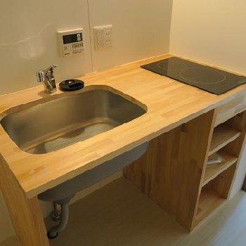 オークのやさしい雰囲気のキッチン。※写真は別のお部屋です