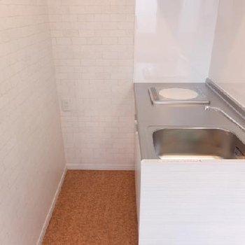 キッチンはIH1口でかなりコンパクト