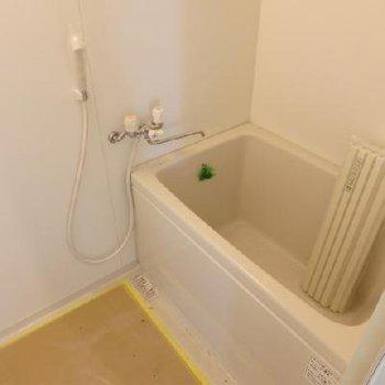 お風呂はいままさに入れ替え中。ちょっとコンパクトかもね