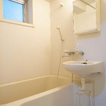 お風呂は乾燥機と窓が◎