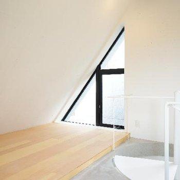 寝室部分は斜めの天井に!