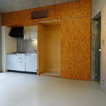 キッチン周りは無垢の合板!