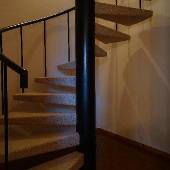 螺旋階段横のスペースも活かせそう!