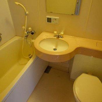お風呂は3点ユニットですが、追い焚きつき!
