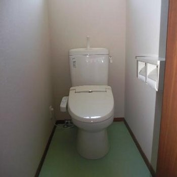 トイレは個室で落ち着きます*通電前です