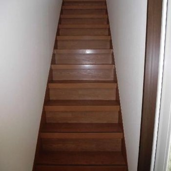 階段降りて玄関へ*通電前です