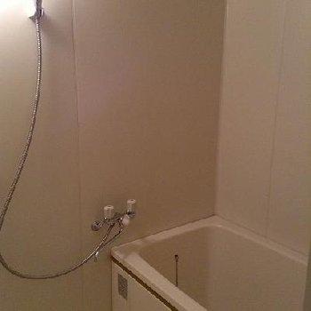 お風呂※写真は別部屋です