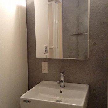 きれいな独立洗面台※写真は別部屋
