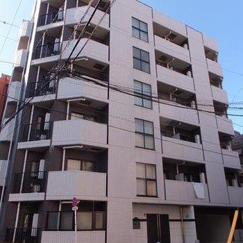 8階建ての築浅マンション!