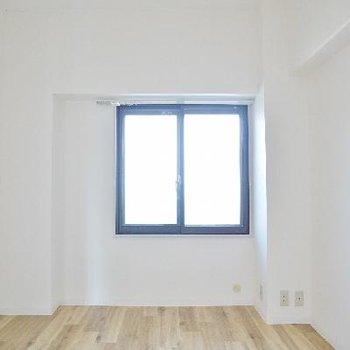 玄関横の洋室はこんな感じ。