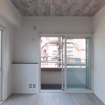寝室は2面採光いです!2重サッシなのである程度の音は遮られています