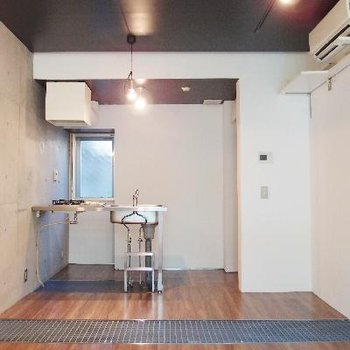 1階はキッチンダイニング