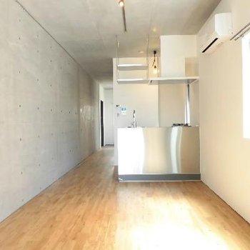 オープンキッチンからは素敵なお部屋を堪能できます