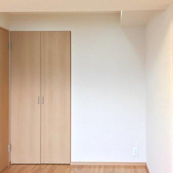 こちらは5.8帖のお部屋です。※前回募集時の写真です。
