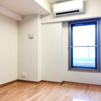 こちらの部屋からもバルコニーに出られます。収納は※前回募集時の写真です。