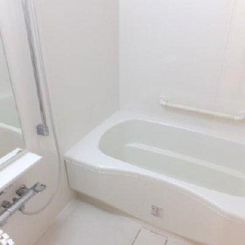 お風呂はもちろん追い焚き付き〜!