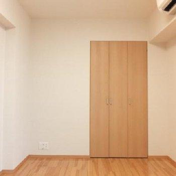 寝室は6.2帖と6.7帖。こちらは玄関横のお部屋