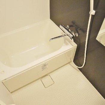 浴室乾燥機付きのゆったりバス!