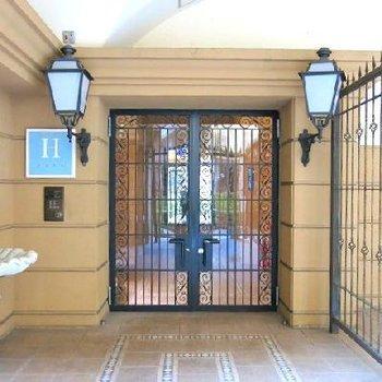 ブルジョア~な共用部の玄関
