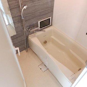 トイレ付きのゆったりお風呂。(※写真は反転802号室)