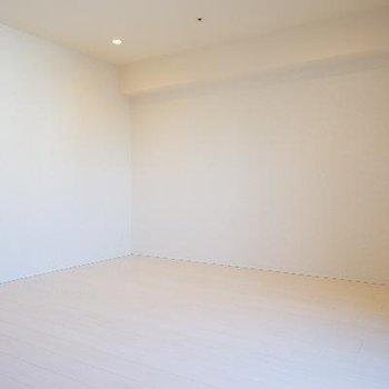 とってもシンプルな清潔なお部屋です!
