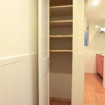 靴箱もありますよ!下部には色々入りそう!!※写真は2階の同間取り別部屋のものです