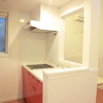 キッチンにも窓があるのが嬉しい。※写真は2階の同間取り別部屋のものです