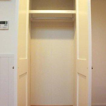 大きめのクロゼット!!※写真は2階の同間取り別部屋のものです
