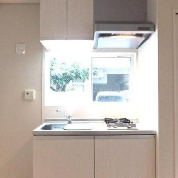 キッチンにも窓があって明るい気持ちでお料理出来そうです
