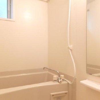 お風呂は浴室乾燥機付き!
