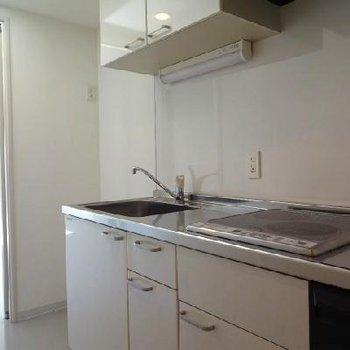 キッチンはIHの2口※写真は別室