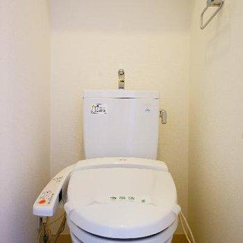 トイレはウォシュレット付き!※写真は同タイプ、別部屋です