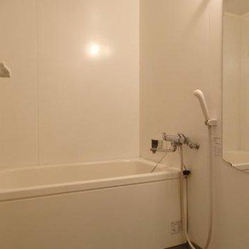シンプルなお風呂です※写真は別部屋