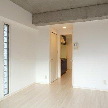 2面採光が気持ち良い空間 ※写真は前回募集のお部屋