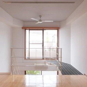 2階の寝室部分!クーラーもありますが、シーリングのおかげで上階でも快適に過ごせます