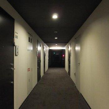 絨毯張りの内廊下!