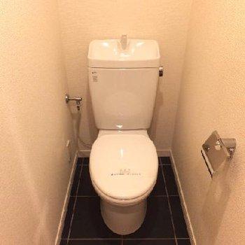 トイレは両方の階にありますよ〜!
