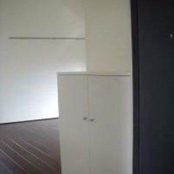 写真は別部屋のものですが、玄関を入った時の雰囲気はこんな感じ