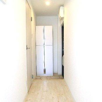 廊下部分まで素敵空間。靴箱も付いてます。(写真は別部屋)