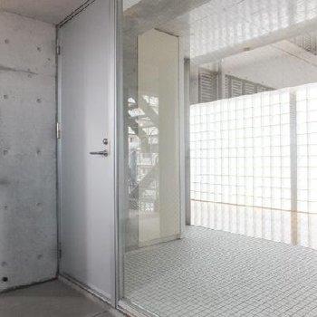 2つの玄関ドア