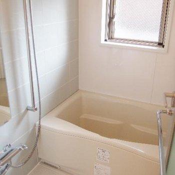 窓付きの明るいお風呂!