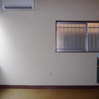 1階キッチン横にはエアコン付きです