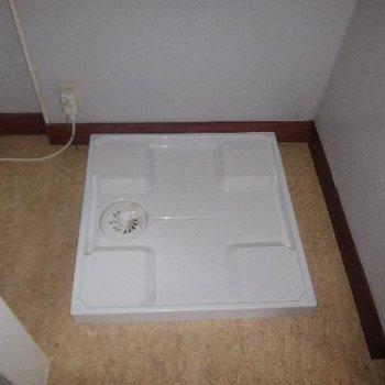 トイレ横に洗濯機置場