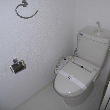 個室トイレでゆったりですね*通電前です
